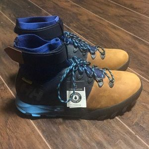 Helly Hansen blue leather waterproof shoes size 11